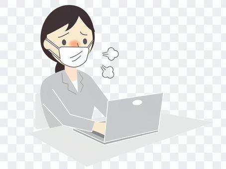 スーツ姿の体調不良の女性とパソコン