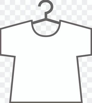 衣架上的純白色T卹