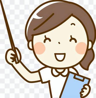 一個女人護士用一根棍子