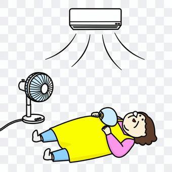 エアコンをつけて寝る主婦