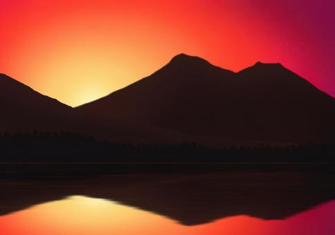山上的日出染上了水面