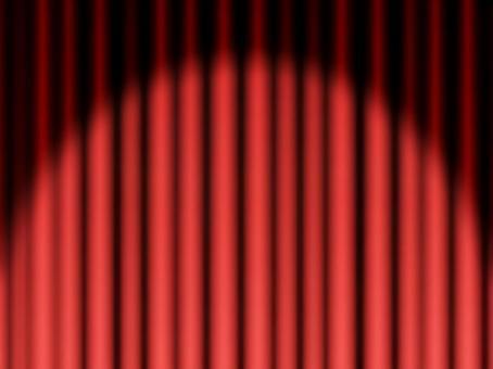 封閉的紅色舞台幕佈在燈光下4:3