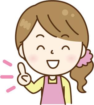 指向手指粉紅色的圍裙指點