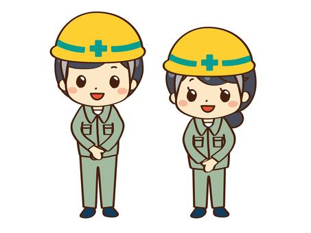 工人在施工中微笑
