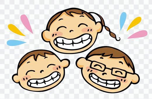 にっこり笑顔の子供たち