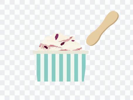 カップアイスクリーム ラムレーズン味