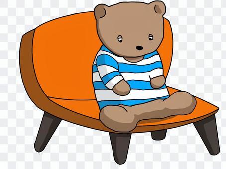 熊坐在椅子上