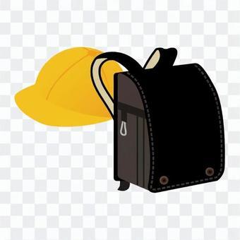 學校帽子和包包的男人