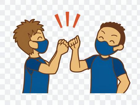兩個戴著口罩粘在一起的人