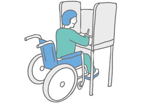 一個坐在輪椅上的人在投票站填寫