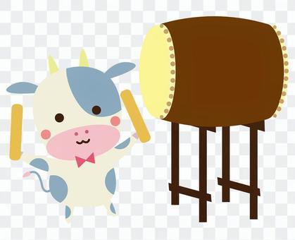 和太鼓を演奏する牛さん