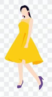 一件黃色連衣裙的女人