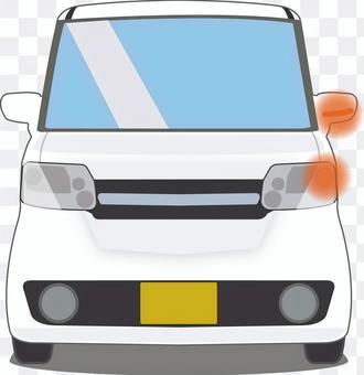 帶有左轉向燈的輕型汽車