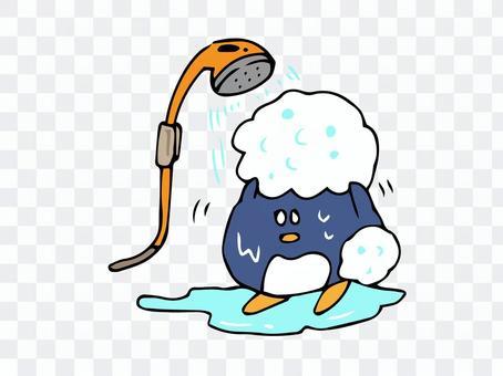 シャワーを浴びるペンギン