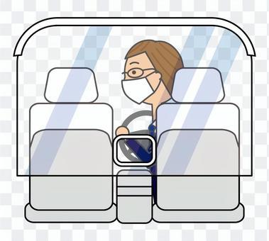 タクシー車内の透明カーテンと運転手