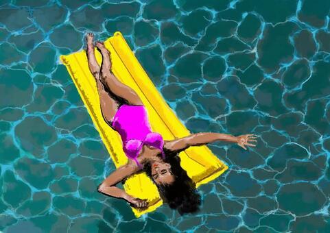 漂浮在游泳池裡的婦女