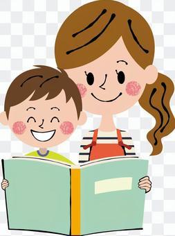 微笑媽媽男孩閱讀書本綠色