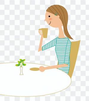 一個女人喝茶