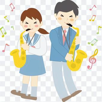 男人和女人吹薩克斯管