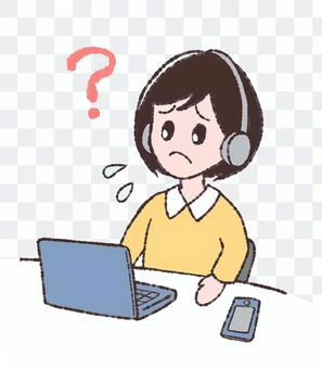 パソコンの前で困る女性