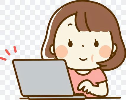 一個胖乎乎的系統中的女人,經營一台個人電腦