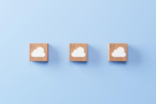 繪製有云的貨物模型
