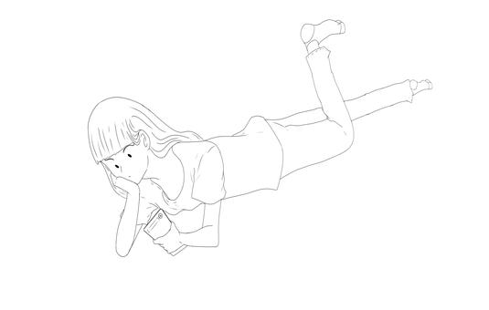 一個女人躺著看智能手機