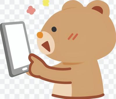 熊對智能手機操作感到滿意