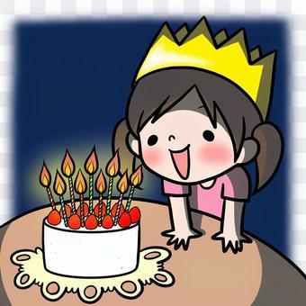 女孩凝視著生日蛋糕