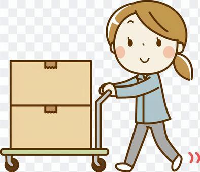 一名婦女在行李中攜帶行李