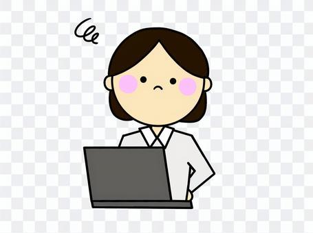 一個擔心看電腦的女人