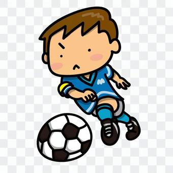 一個踢足球的男孩