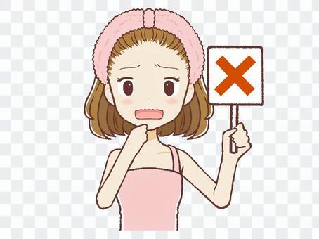 給一個十字標誌的房間穿女人