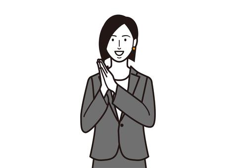 雙手合十的女性商務人士