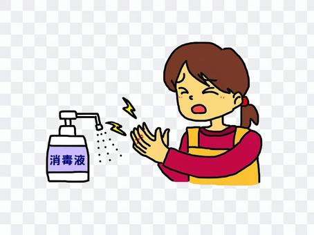 A woman who feels sick in her hands when she applies disinfectant