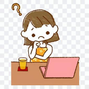 坐在computer_3前面的女孩