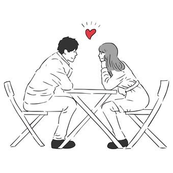 一對夫婦面對面坐在一張桌子旁
