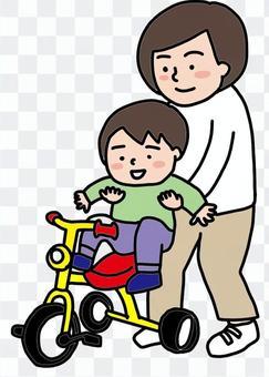 媽媽、孩子和三輪車的插圖