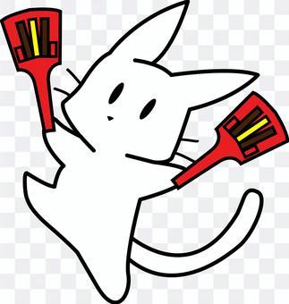 與鳴子共舞的白貓