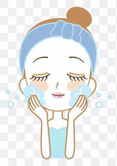 美容泡沫洗臉女人