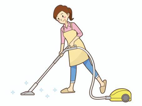 一個女人清潔吸塵器