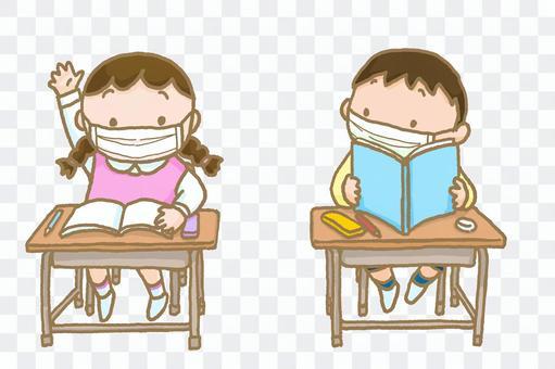 マスクをつけて授業を受けている小学生
