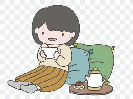 女人享受下午茶時間