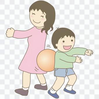ボール運びリレーする親子