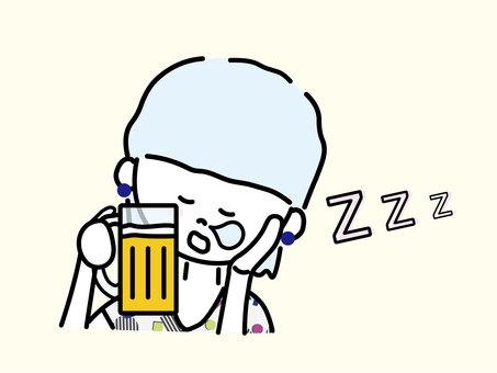 喝酒睡覺的女人