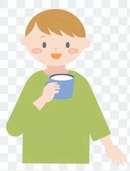男人喝牛奶