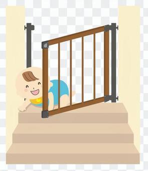 打開嬰兒門和嬰兒在樓梯上