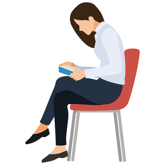 坐在椅子上看書的女商人