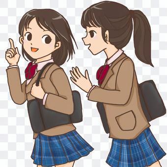 高中女生們並肩走在一起