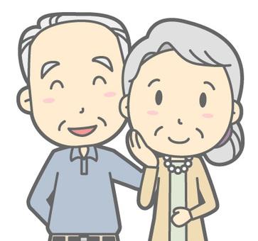 老年夫婦微笑胸圍